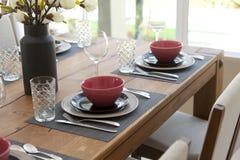 tabela estabelecida para a sala dinning Imagem de Stock Royalty Free