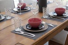 tabela estabelecida para a sala dinning Fotos de Stock Royalty Free