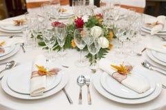 Tabela extravagante ajustada para uma celebração do casamento Fotos de Stock Royalty Free