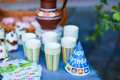 A tabela festiva do fragmento da foto decorada para o ` s das crianças parties, b Fotografia de Stock