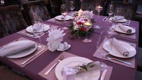A tabela festiva luxuosa colocou para um casamento ou uma apresentação importante do evento filme