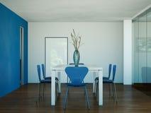 Tabela grande do design de interiores moderno da sala de jantar atrás dos glas Imagens de Stock Royalty Free
