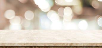 Tabela marrom vazia do cimento sobre o fundo da loja do borrão, bandeira, pro fotos de stock royalty free