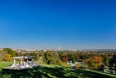 Tabela memorável fora de Robert Lee House no cemitério de Arlington no outono fotos de stock