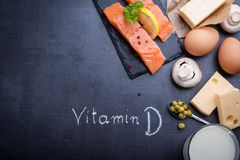 Tabela preta da ardósia com os ricos do produto na vitamina D Imagens de Stock Royalty Free