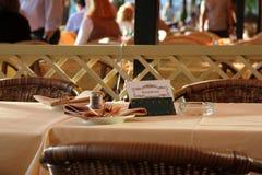 Tabela Reserved no restaurante Imagem de Stock