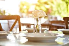 Tabela serida no café do terraço do verão Foto de Stock Royalty Free