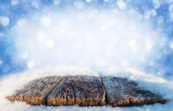 Tabela velha coberto de neve fotografia de stock