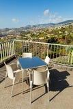 Tabelas do café sobre a cidade de Funchal, Madeira, Portugal Fotos de Stock Royalty Free
