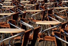 Tabelas e cadeiras Fotos de Stock Royalty Free