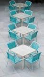 Tabelas e cadeiras foto de stock