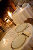 Tabelas em um restaurante luxuoso Foto de Stock Royalty Free