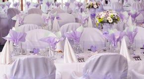 Tabelas roxas do casamento Imagem de Stock Royalty Free