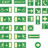 Tabelas verdes para a saída de emergência Foto de Stock