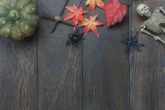 Tabellöverkant av festivalen för allhelgonaafton för garneringtecken den lyckliga royaltyfria bilder