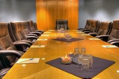 tabell för brädekonferenslokal Arkivbild