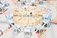 Tabell för bröllopmottagandedeltagare Arkivbild