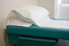tabell för doktorsundersökningskontor s Arkivfoto