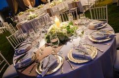 Tabell för ett bröllopmottagande, ett garneringbegrepp för bröllop eller sociala händelser Royaltyfri Foto