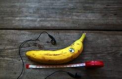 Tabell för hjälpmedel för bananhörlurroulett royaltyfri foto