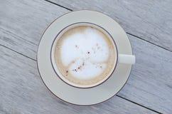 tabell för kaffekopp arkivbild