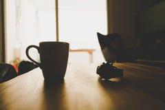 tabell för kaffekopp royaltyfri foto