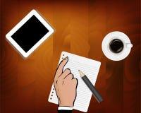 Tabell för skrivbord för kontor för affär för bästa sikt vit med mycket saker på den Minnestavla, blyertspenna och kaffe Manligt  royaltyfri illustrationer