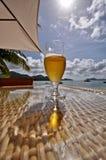 tabell för strandölexponeringsglas Arkivfoto