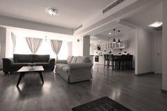 Tabell i livingroom Arkivfoton