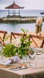 Tabell i restaurangen på stranden, Bali Fotografering för Bildbyråer
