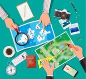 Tabell med den pappers- översikten Planera tur stock illustrationer