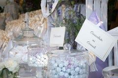 Tabell med färger för konfettier sammanlagt Royaltyfri Fotografi