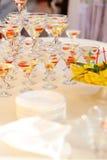 Tabell med martini Arkivfoton