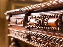 Tabell med wood gravyr royaltyfri bild