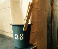 Tabell nummer 28 på en gourmet- restaurang Arkivfoto