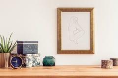 Tabell och målning arkivbilder