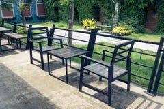 Tabell och stol för metallträ Arkivfoton