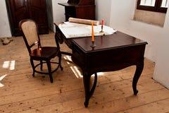 Tabell, stolar och gamla plan Royaltyfri Bild