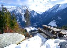 Tabella & montagne   Immagini Stock