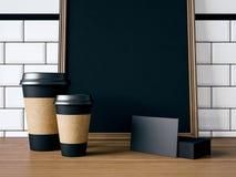 Tabella con gli elementi ed il manifesto in bianco rappresentazione 3d Fotografia Stock