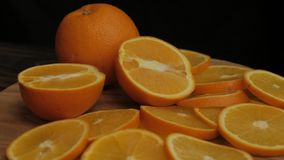 Tabella con le arance fresche
