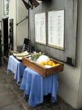 Tabella decorata con il menu Fotografia Stock Libera da Diritti
