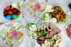 Tabella del brunch di Pasqua Fotografie Stock