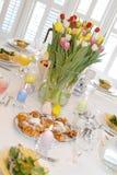 Tabella del brunch di Pasqua immagine stock libera da diritti