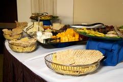 Tabella del partito del cracker e del formaggio Fotografia Stock Libera da Diritti