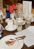Tabella del ristorante con il deserto finito Fotografia Stock