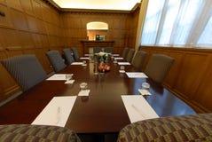 Tabella della sala del consiglio Immagini Stock