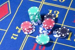 Tabella delle roulette del casinò con il gioco Fotografie Stock Libere da Diritti