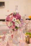 Tabella di affari con i fiori Fotografia Stock