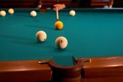 Tabella di biliardo - giocando. Immagini Stock Libere da Diritti